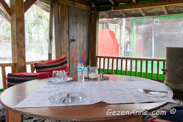 kahvaltı yaptığımız yer sofrası, Karaca kahvaltı evi Hatay