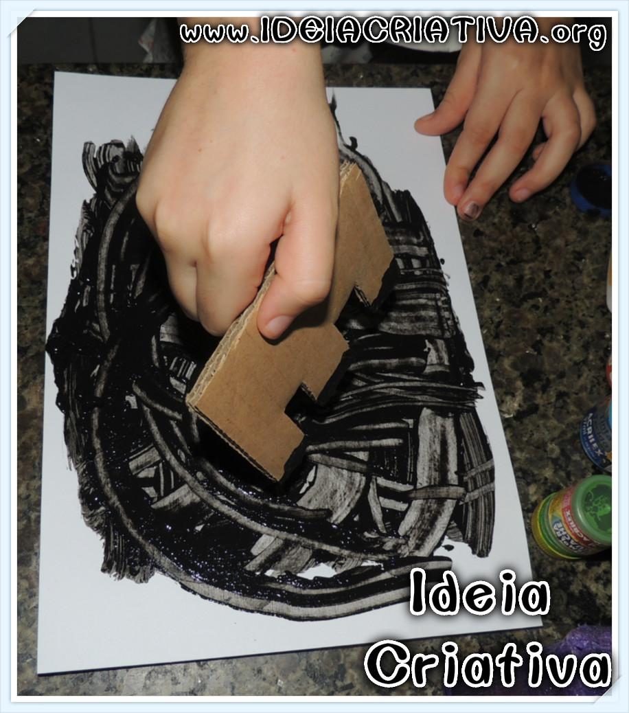 Técnica de Pintura com Papelão e Tinta Guache