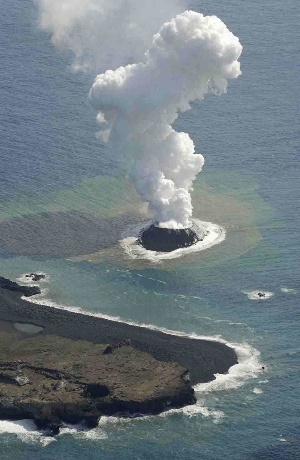 Sciency Thoughts: Volcano creates new island in the west ...