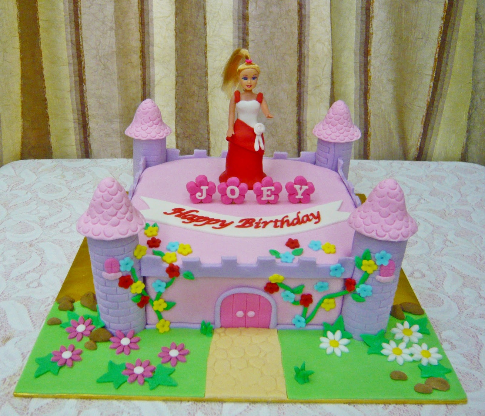 Barbie Castle Cake Images : Jenn Cupcakes & Muffins: Castle Cake with Barbie