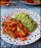 """Kurczak z warzywami w sosie słodko-pikantnym i... """"ryż"""" z kalafiora ;)"""