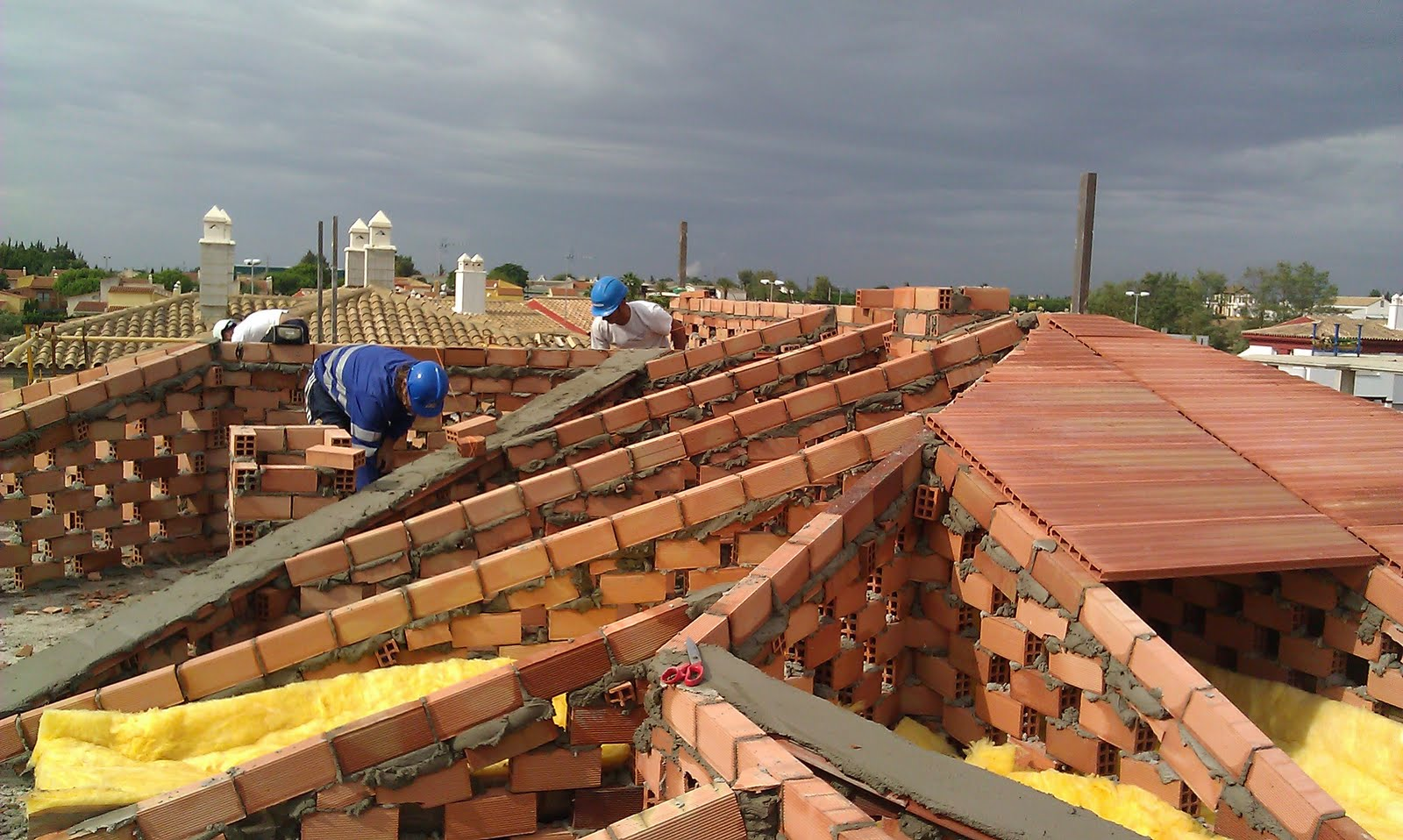Reformas de tejados en villaviciosa con construcci n de - Como tirar un tabique ...