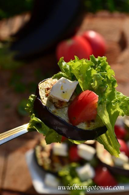 Sałatka z bakłażana, pomidorów i fety
