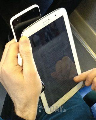 Foto live per il tablet jelly bean da 8 pollici in vendita nel 2013 di Samsung