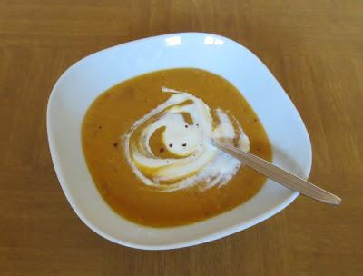 Rote Linsen-Süßkartoffel-Tomaten-Suppe, orientalisch angehaucht