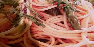espagueti con rucula olivas y esparragos