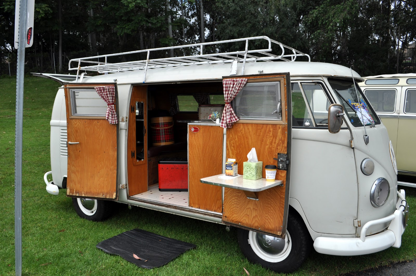 some of the nicest vw bus interiors from yesterdays bugorama at the rh michele maggioni blogspot com VW Bus Interior with Bed VW Bus Interior with Bed