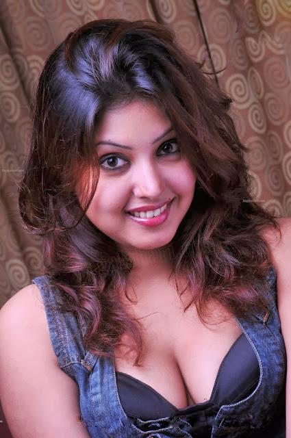 Komal Jha Hot Images, Komal Jha Sexy Pics, Komal Jha HD Wallpapers, Komal Jha Images Gallery,