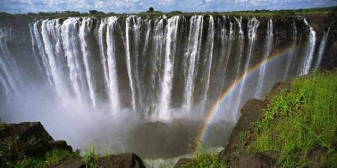 The most amazing Waterfalls in the World - Victoria Falls or Mosi-oa-Tunya