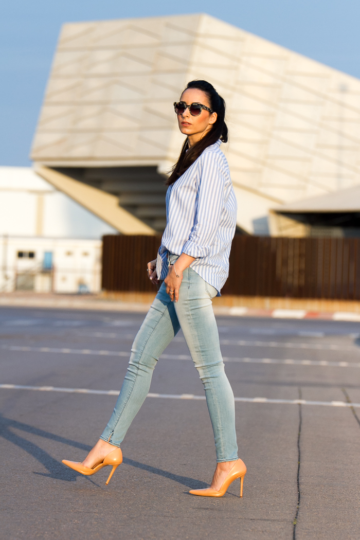 Estilo urbano con jeans y stilettos asimétricos de Zara