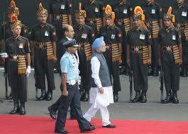 PM Manmohan Singh hoists National Flag at Delhi
