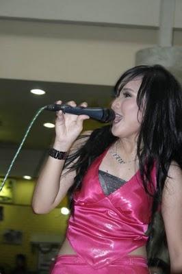 Foto Ayu Ting Ting Penyanyi Dangdut Seksi
