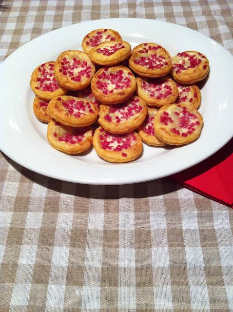 Hojaldritos salados al parmesano, bacon y mascarpone