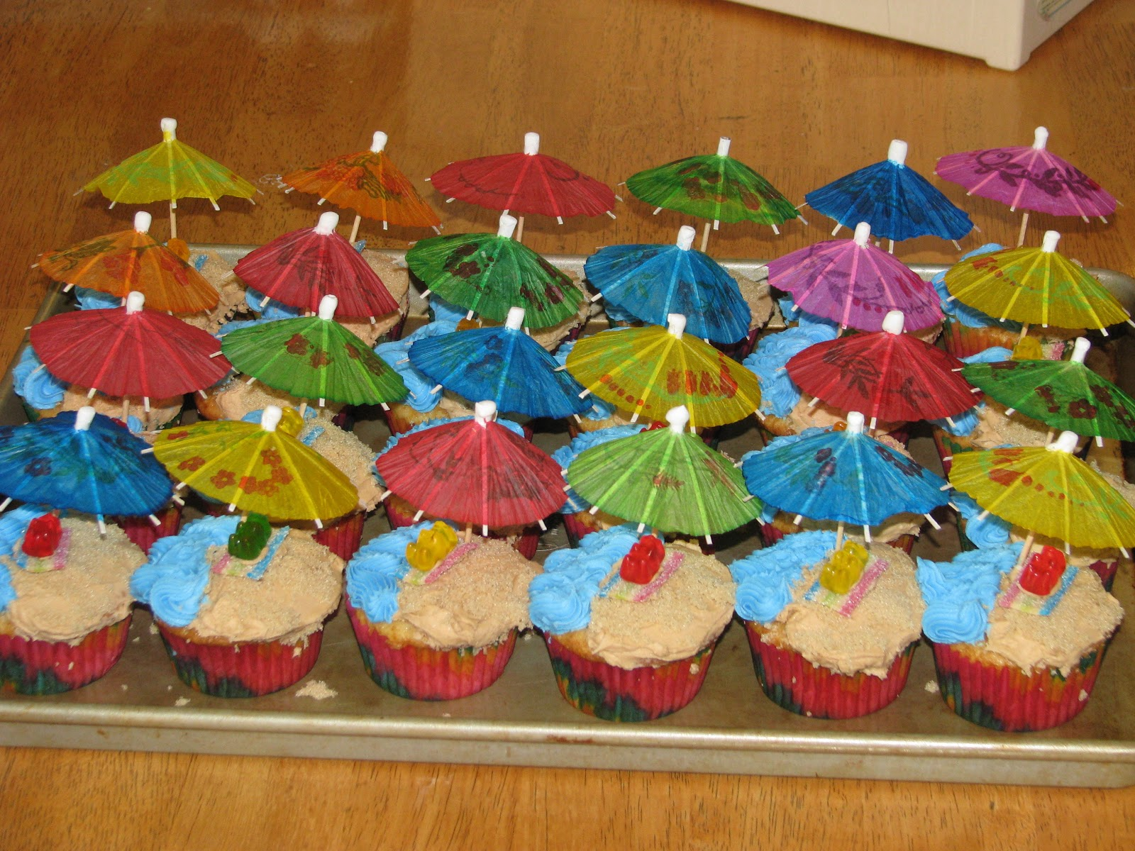 Cool Easy Cake Decorations Beach Themed Cupcakes For The End Of Schoolyear
