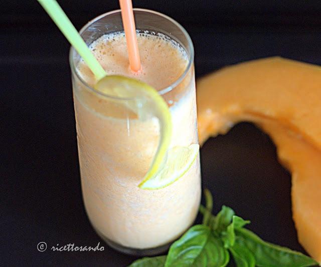 Smoothie di melone e yogurt di kefir ricetta fresca