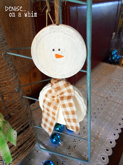 painted pickle jar lids become a darling snowman ornament