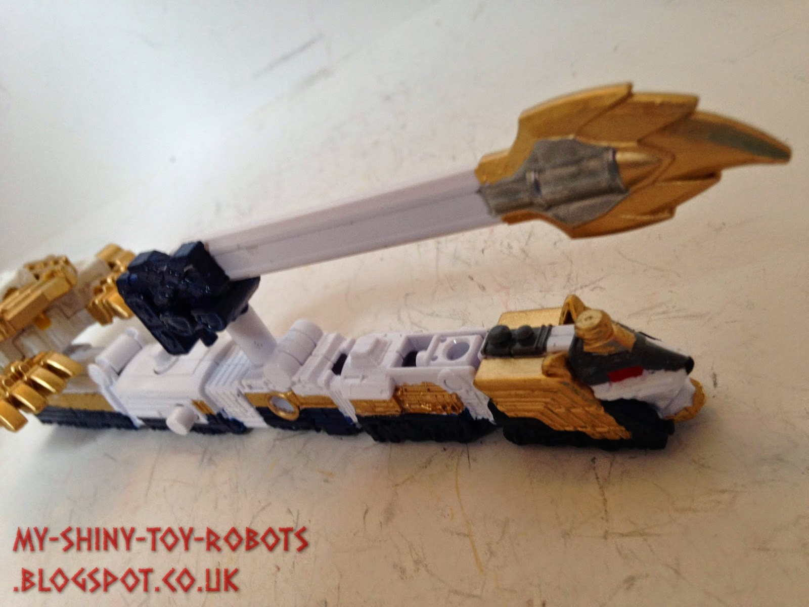 The tail/sword connected to the Lion Ressha