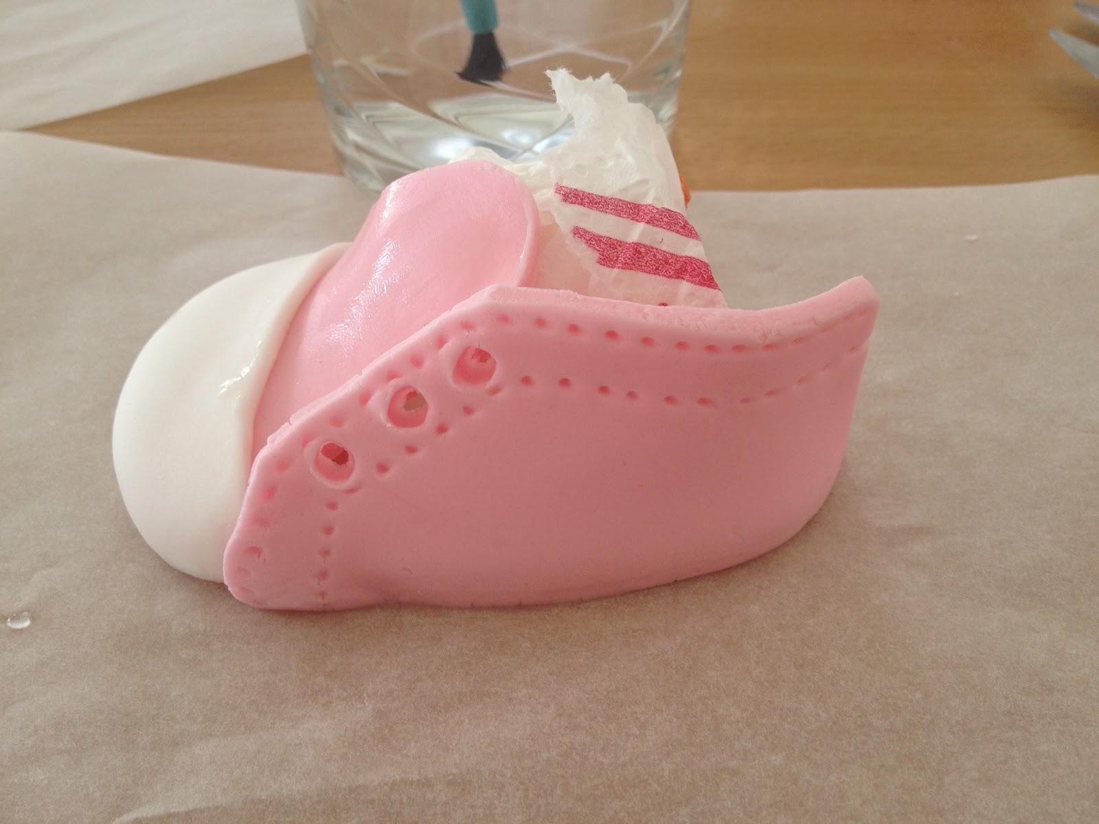 Fabtastic Cakes: Tutoriel chaussures Converse de bébé en pâte à  #A22934
