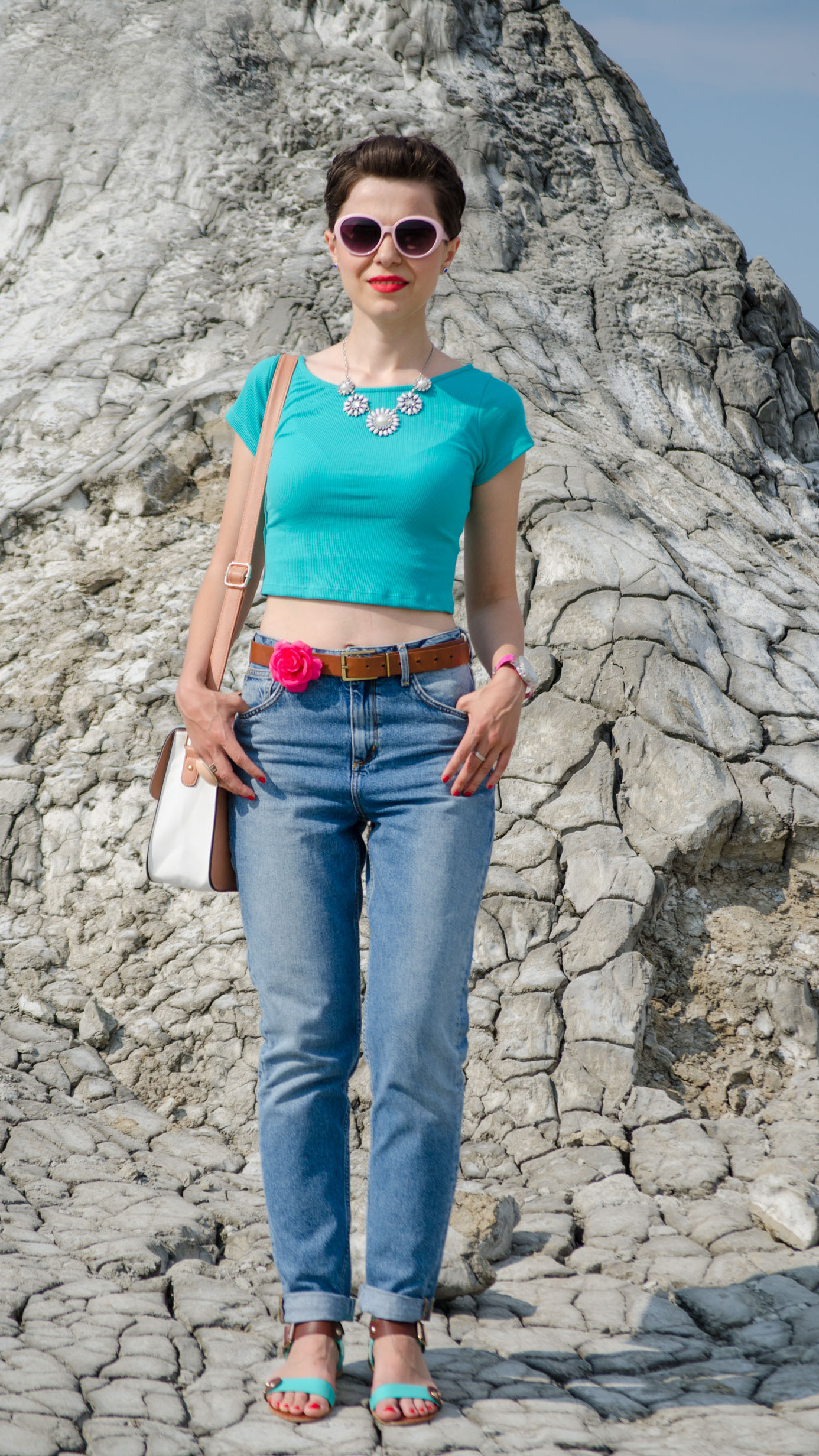 mom jeans minty crop top pastels bag H&M Koton statement jewelry muddy volcanoes Romania vulcanii noroiosi Zara sandals book of eli