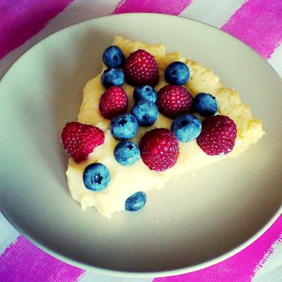 Tarta z budyniem i owocami