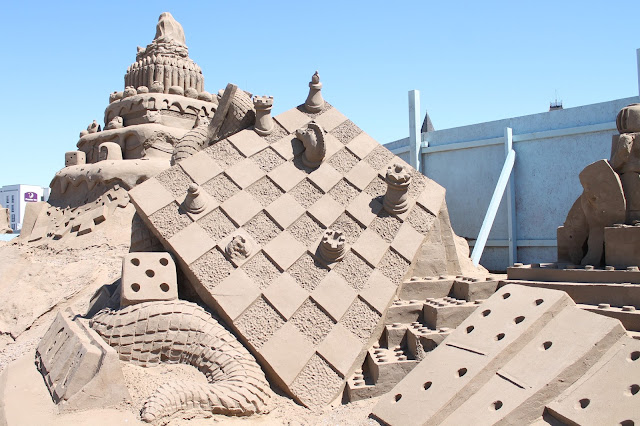 chess board sand sculpture at weston sand festival 2015