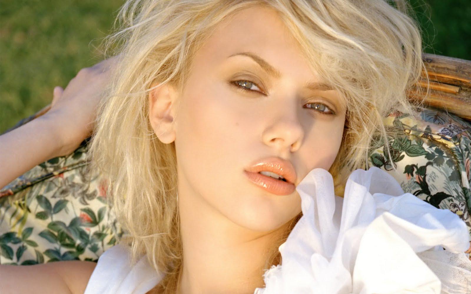http://3.bp.blogspot.com/-dhMVdpzWNaQ/TwiMQmwGvRI/AAAAAAAABBA/HXQxDLrauPY/s1600/Scarlett%2BJohansson%2B1920X1200%2B31129%2BSexy%2BWallpaper.jpg