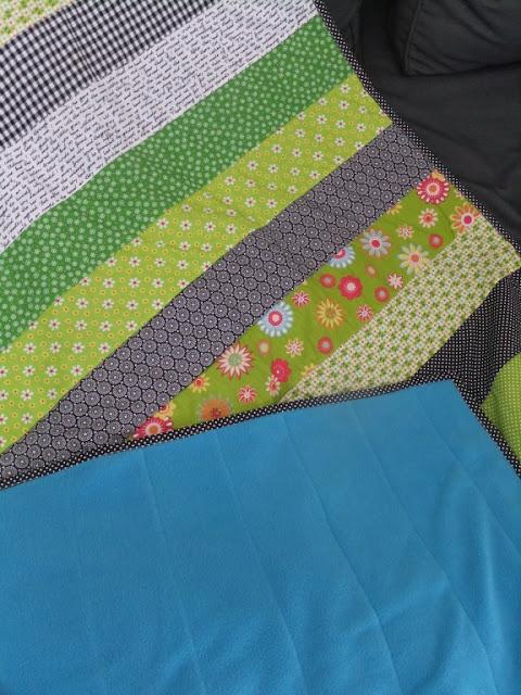 Quilt grün-schwarz mit blauem Fleece