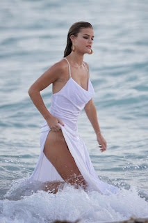 Nina Agdal Nipple Slipping Candids At Bebe Pictureshoot In Miami 018.jpg