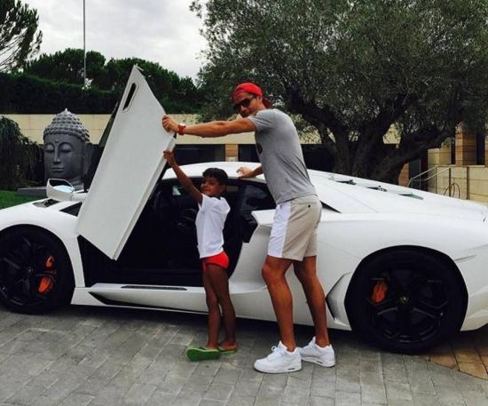 Craque português exibe Lamborghini Aventador, um esportivo de luxo