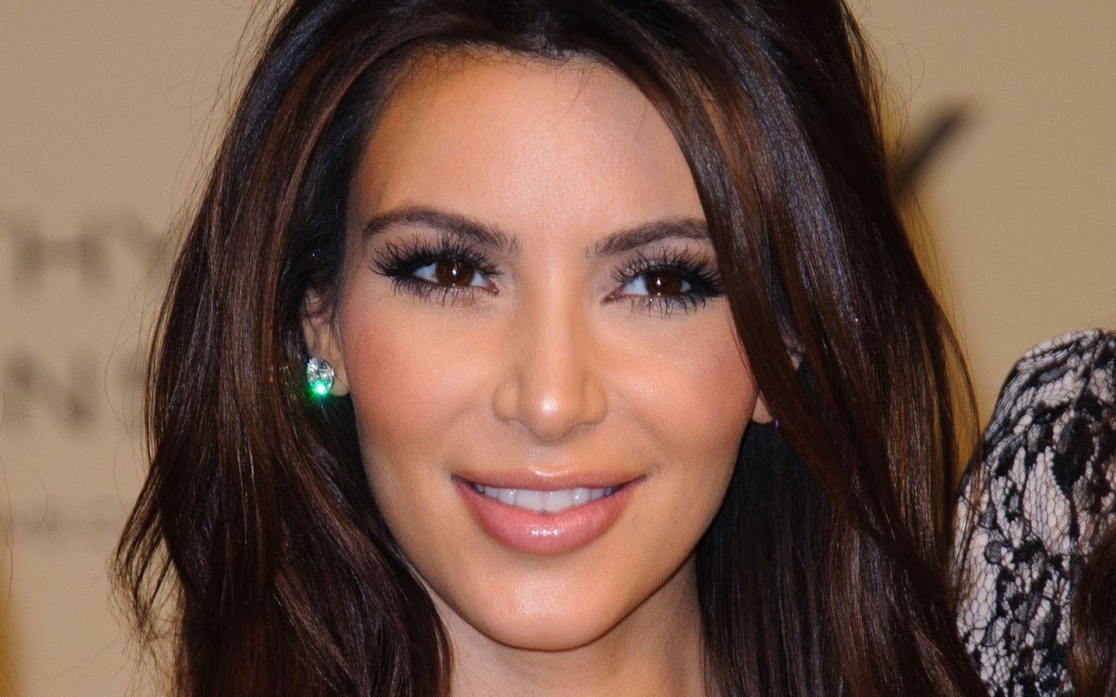 Kim-Kardashian-hot-wallpaper01.jpeg