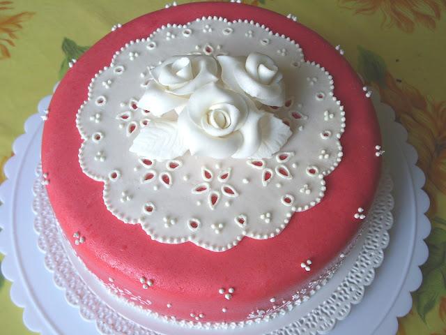 (PDZ-SAP) Broderie Anglaise stencil cake