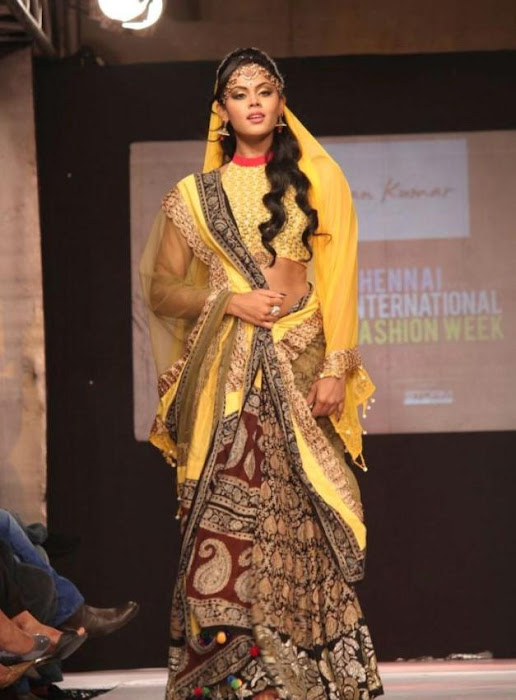 karthika rwalk at cifw 2012 cute stills