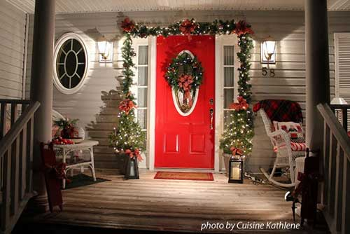 outdoor Christmas decorating, outdoor holiday decorating, Christmas ...