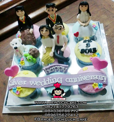 Cupcake Anniversary Tema Keluarga