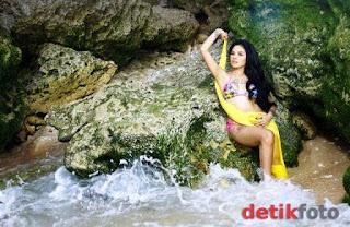 DetikHot : Bikini Nikita Mirzani di Pantai