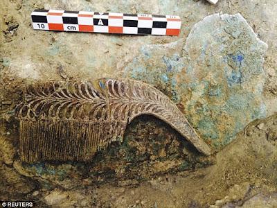 Arqueólogos acham tumba e tesouro de guerreiro micênico no Peloponeso