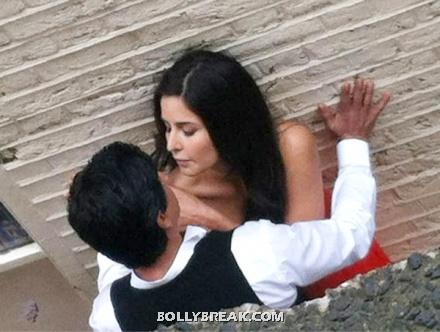 Kat and shahrukh cozy up - Katrina kaif & shahrukh khan on set of New Movie (untitled)