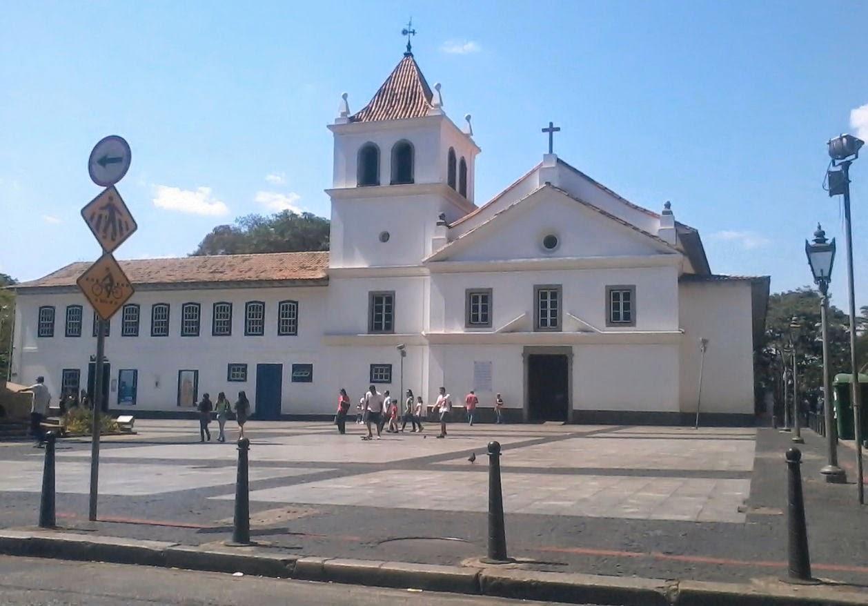 Foto tirada do Páteo do Colégio em São Paulo (local de fundação da cidade), no 7 de Setembro de 2013, de dentro do MP Lafer.