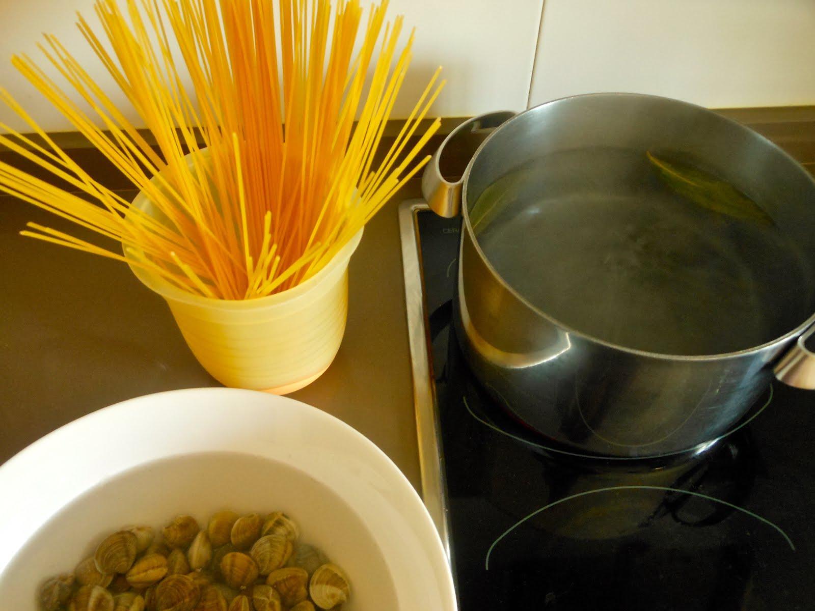 238 espaguetis con chirlas el delantal rojo - Espaguetis con chirlas ...