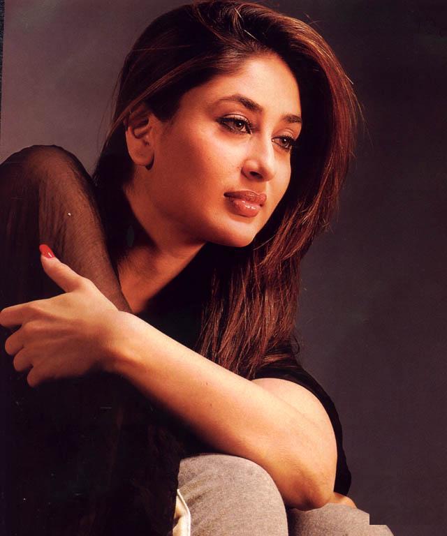 Kiss Without Makeup: Kareena Kapoor High Resolution Pictures