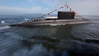 Οι Ρώσοι εξαπέλυσαν για πρώτη φορά πυραύλους εναντίον του ΙΚ από υποβρύχιο
