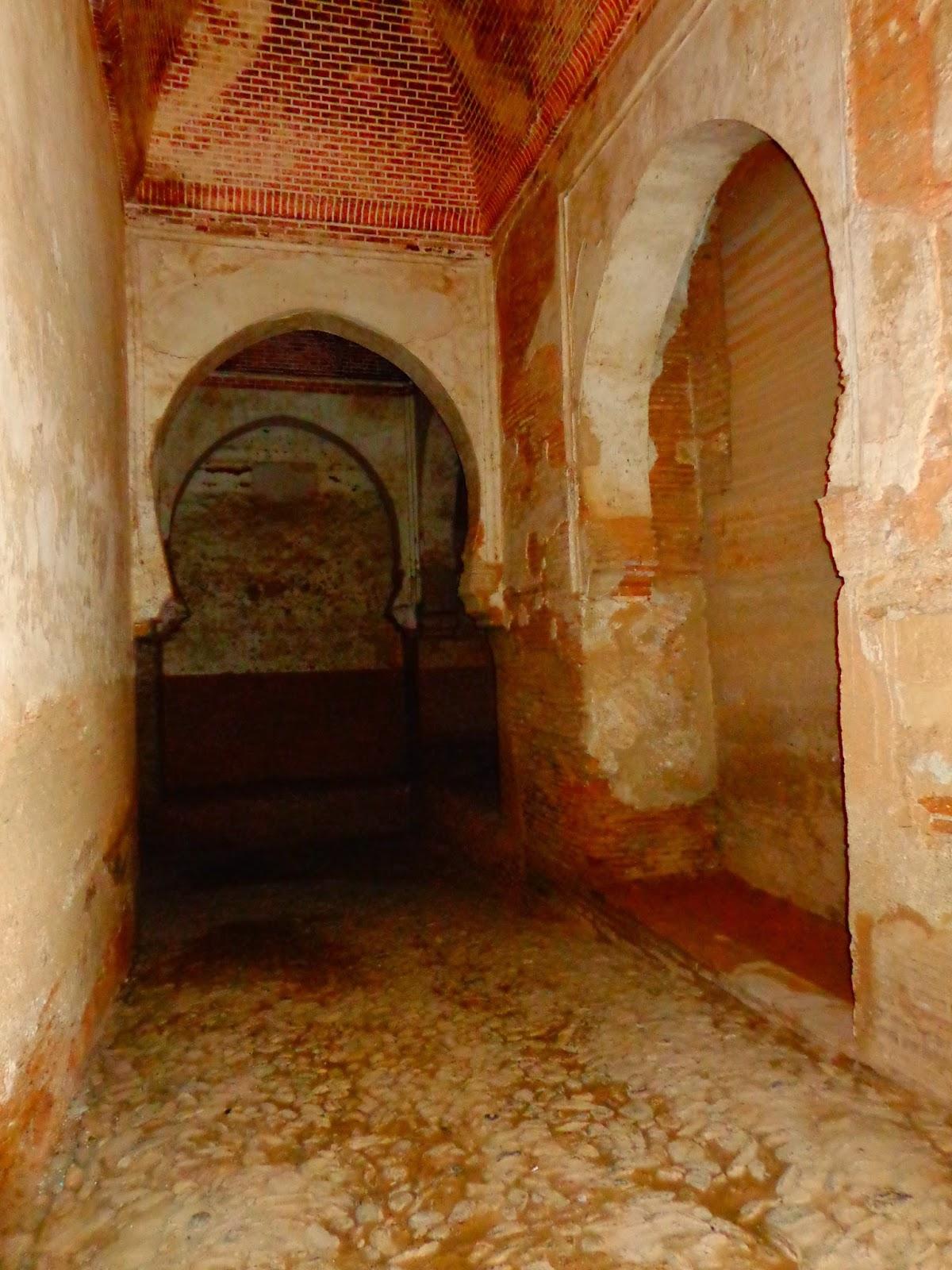 Puerta y torre de las armas de la alhambra for Ver puertas de interior
