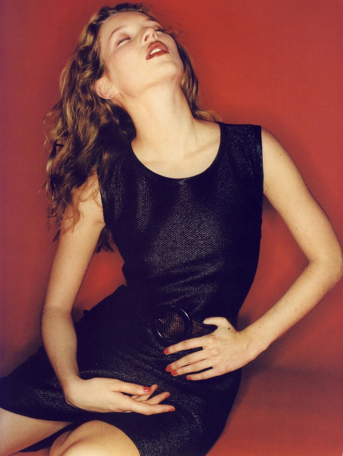 http://3.bp.blogspot.com/-dkhmwlDnNeE/TqwUBljav4I/AAAAAAAAA6M/rC2nZdNVihk/s1600/Juergen+Teller+%25C3%2597+Kate+Moss+-+Yves+Saint+Laurent+1997+Ad+Campaign+-+009.jpg