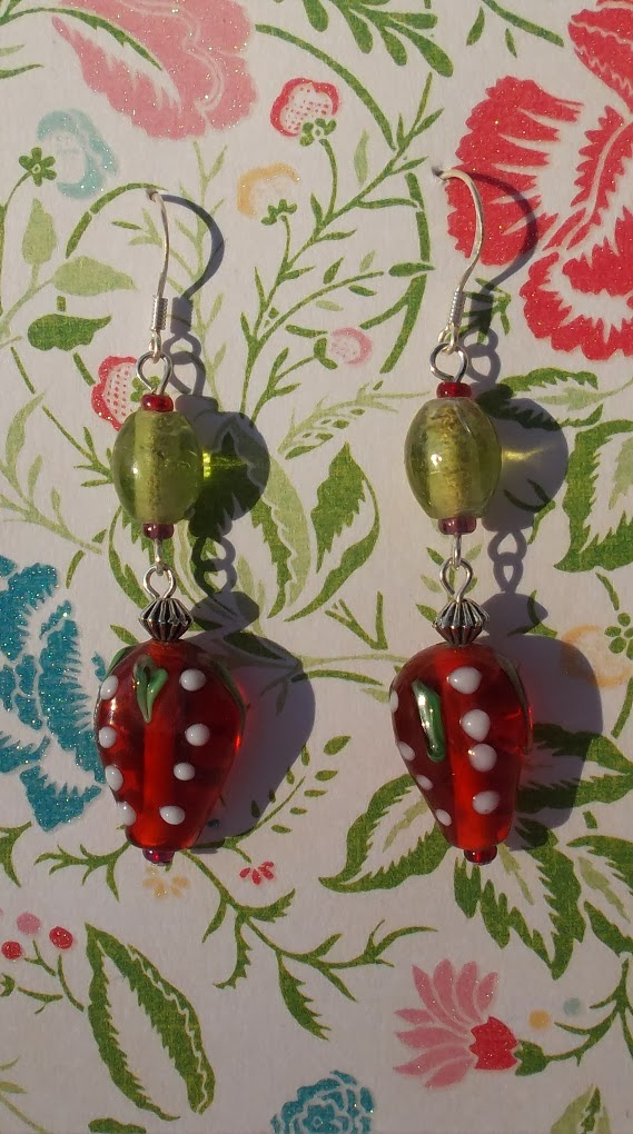 https://www.etsy.com/uk/listing/162310377/yummy-lampwork-glass-strawberry-bead?ref=related-4