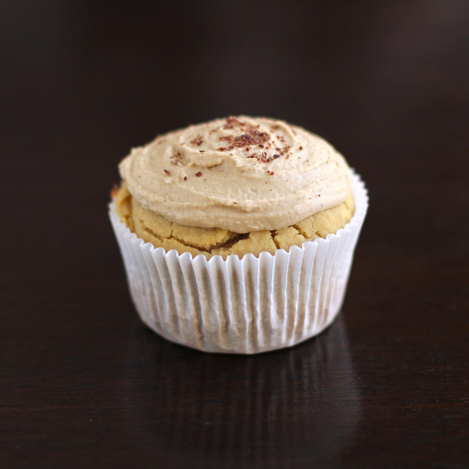 Healthy Vanilla Toffee Quinoa Cupcakes (gluten free, vegan)