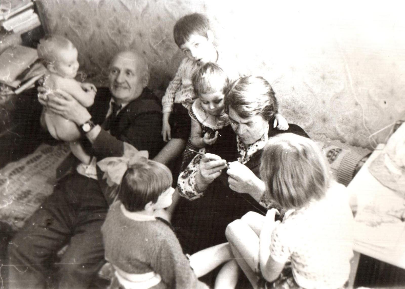 Тетя учит мальчика любви 21 фотография