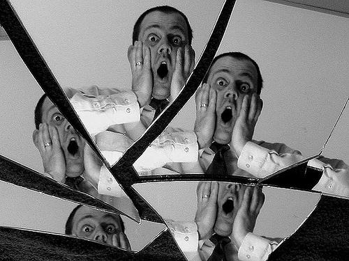 Romper un espejo trae siete a os de mala suerte mito - Romper un plato trae mala suerte ...