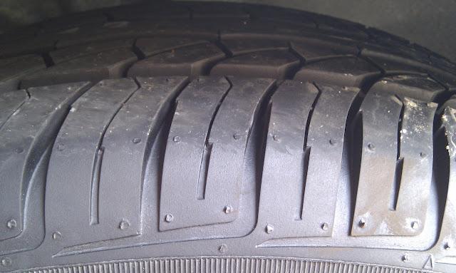 換好的新汽車輪胎