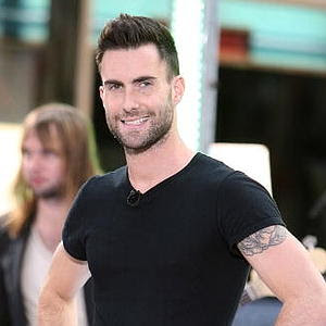 ADAM LEVINE SHORT SPIKY HAIRSTYLE HAIRCUT
