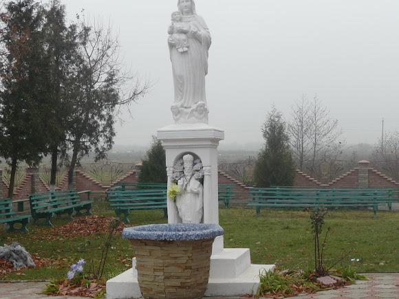 Грушів. Територія церкви Святої Трійці